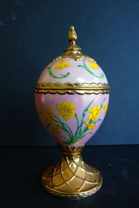 House of Fabergé - Collector's egg 'Narcissus' - Music box - Porcelain - Fine gold finish