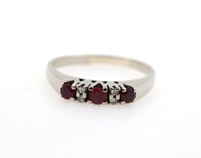 14 kt white gold memory ring with 0.06 ct of diamonds and 0.60 ct of rubies - ring size 56 EU - free size adjustment