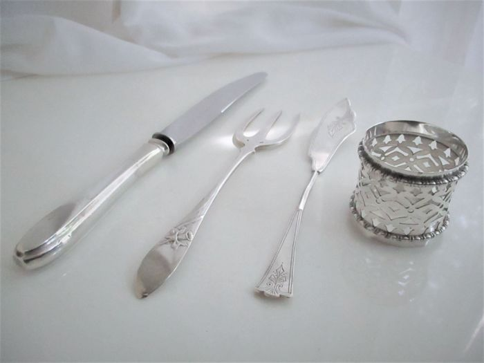 Lot of three silver serving cutlery and a serviette ring - The Netherlands - 1st half 20th century