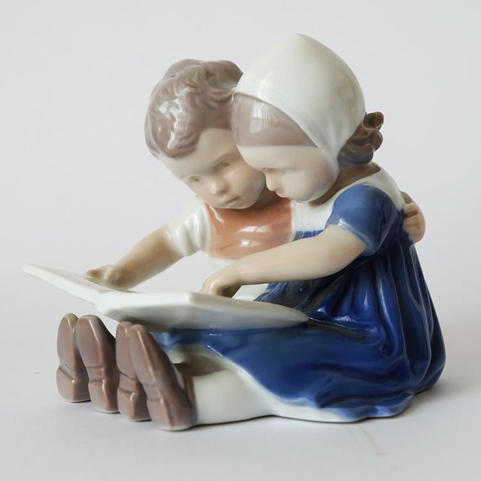 "Bing & Grondahl - figurine Number 1567 ""Boy and Girl Reading"""