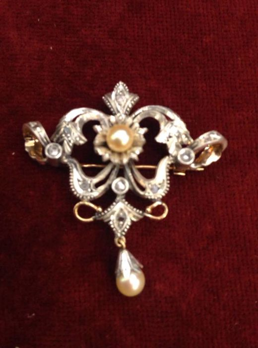 Jewellery Pin/Pendant, gold and silver with diamonds and cultured pearl