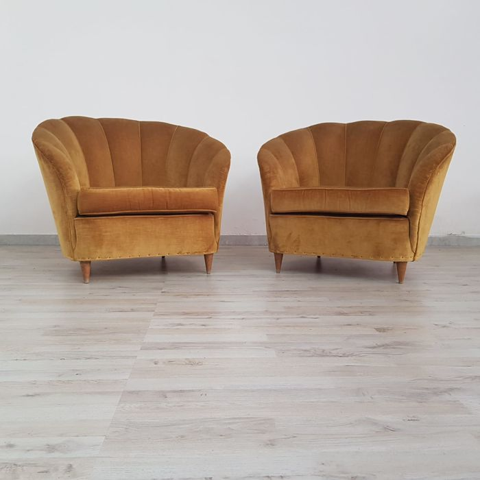 Unknown manufacturer - Pair of shell model armchairs