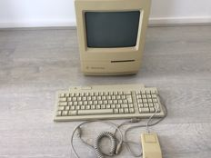 Apple Macintosh classic - with mouse and keyboard