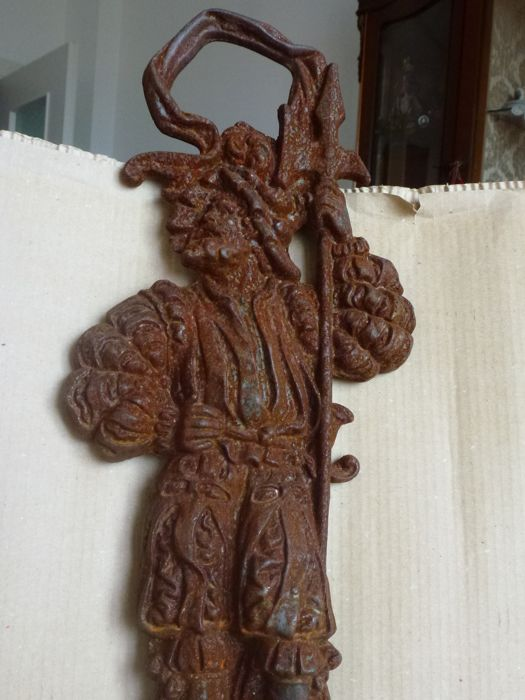 Cast iron ornament depicting a Spanish soldier from the 17th century - purpose unknown - Spain - c. 1900s