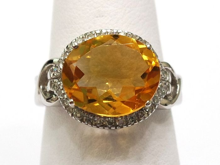 14ct yellow gold citrine & 0.21ct diamond ring. Size N