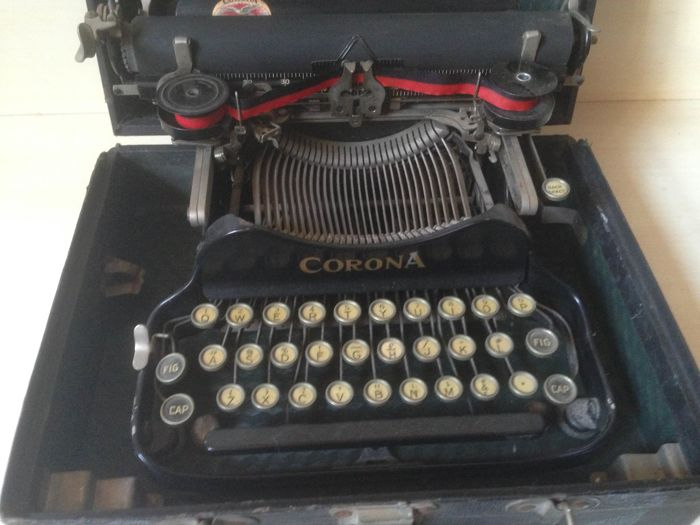 Typewriter Corona 3 from the 1920s