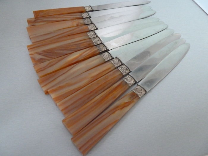 Set of 12 knives with silver-plated metal and bakelite handless