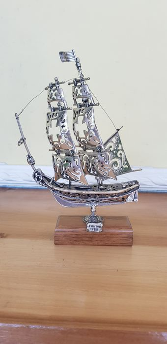 Miniature sailing ship in silver 800 - by a silversmith of Arezzo - Made in Italy - 20th century