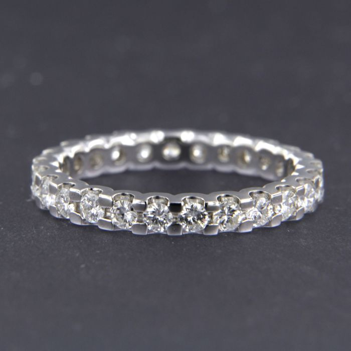 14 kt white gold full eternity ring set with 26 brilliant cut diamonds of approx. 1.25 ct in total - size 58