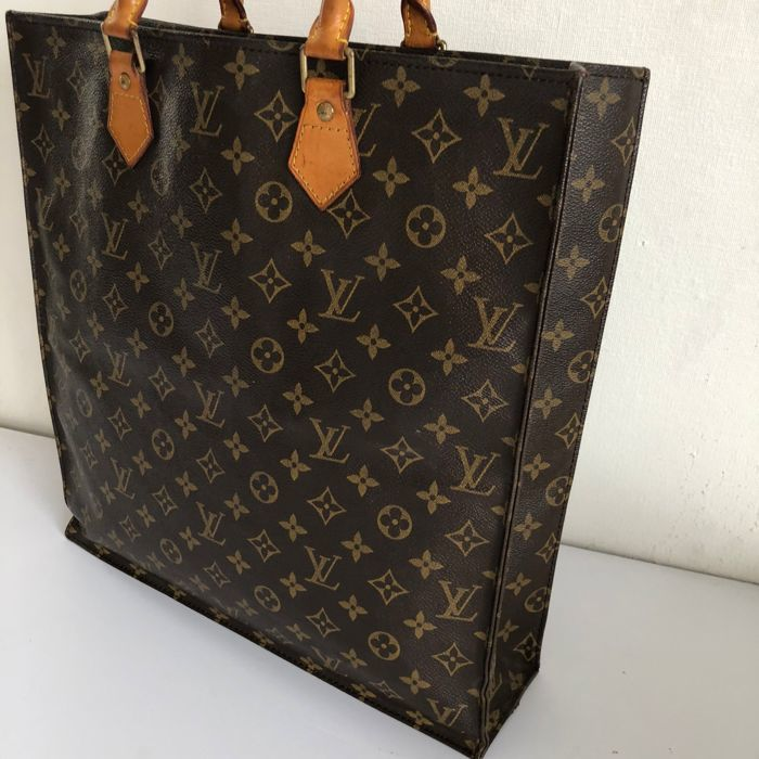 2cad0e892337 Louis Vuitton - Sac Plat Monogram Handbag - Catawiki