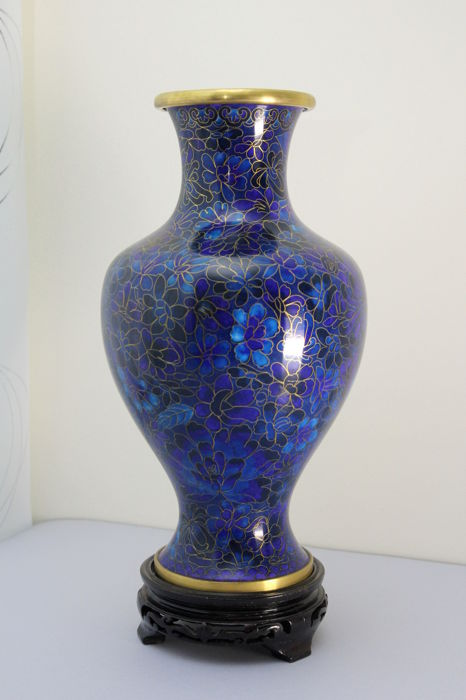 Cloisonné vase with dark and light blue enamel floral decoration - China - Mid to late 20th century