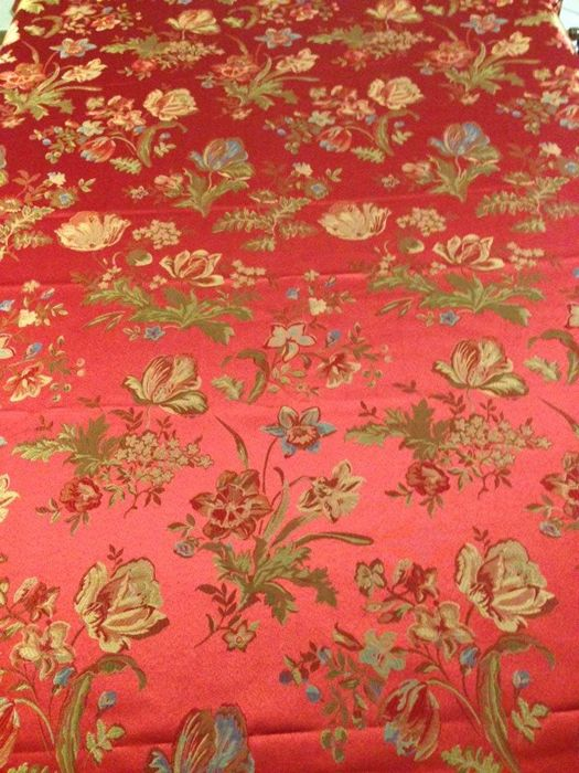 5.40 meters of a majestic Damask Fabric, from a San Leucio manufacture, in Louis XVI style, ruby red background with multicoloured flowers