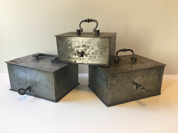 Three Beaumont money boxes / safes - The Netherlands, 1st half of the 20th century