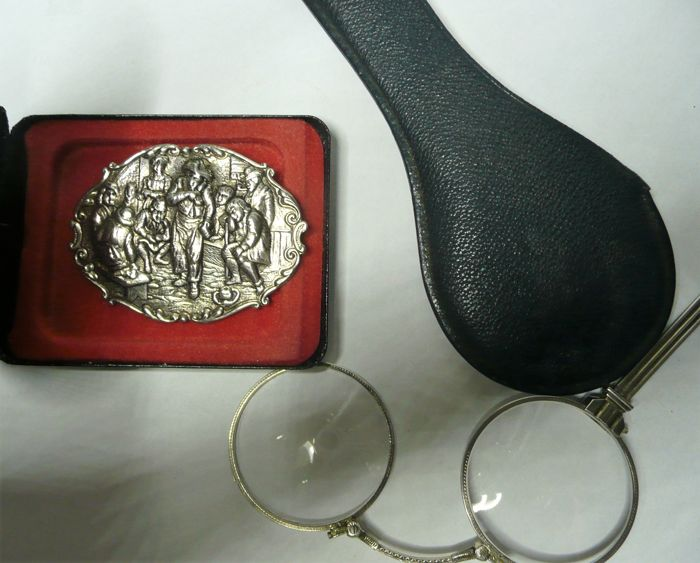 Original silver and antique lorgnette / glasses in black pouch (from inheritcance) + antique silver brooch, entirely in very good condition