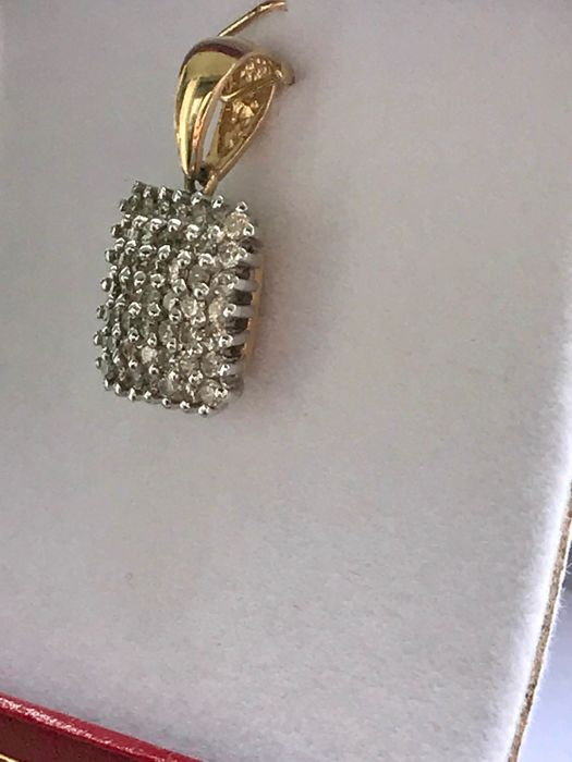18 kt yellow gold pendant set with 0.98 ct diamonds - Size 21.58 x 13.1 mm