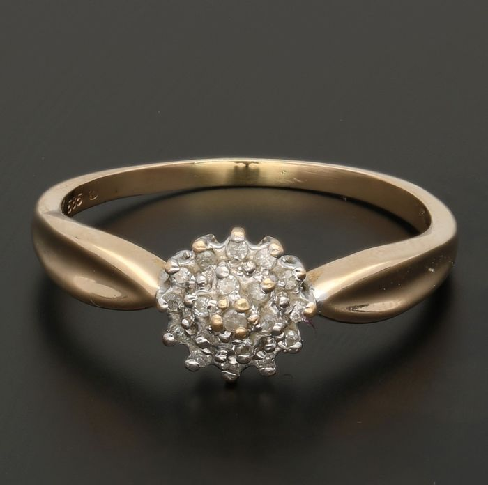 14 kt - Yellow gold rosette ring set with 19 diamonds of approx. 0.095 ct in total in a white gold setting - Ring size: 19.5 mm