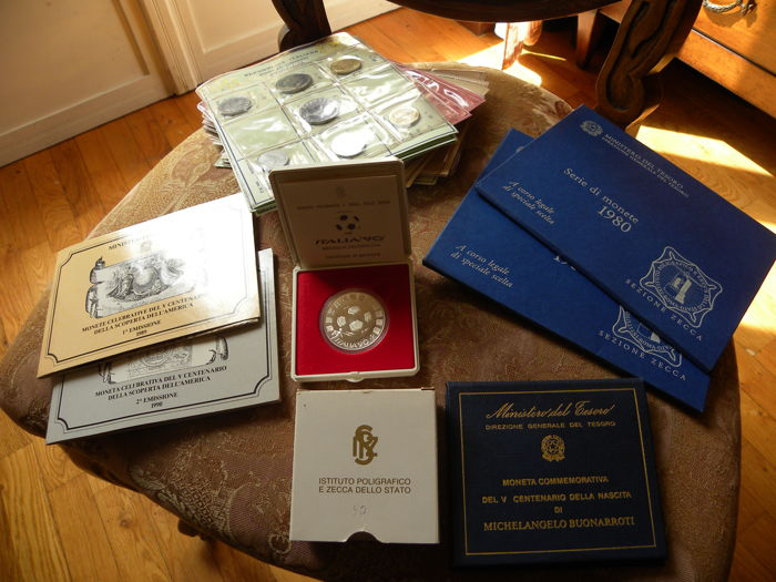 Italy, Republic - Lot of year sets and commemorative coins 1969/1990 (Total of 22 pieces)