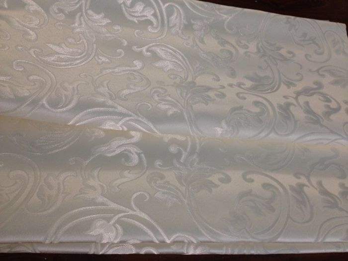 5.40 mt of Damask Louis XVI style fabric with ramage in pale gold and bright reflections