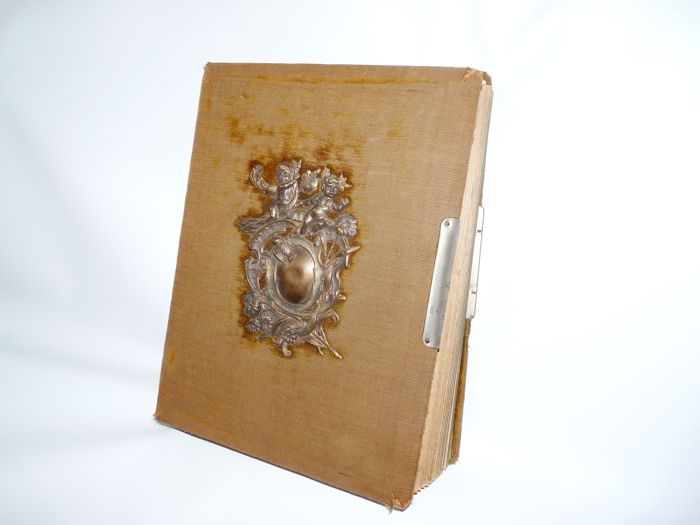 Album With 76 Carte De Visites And 8 Cabinet Cards Approx 1900