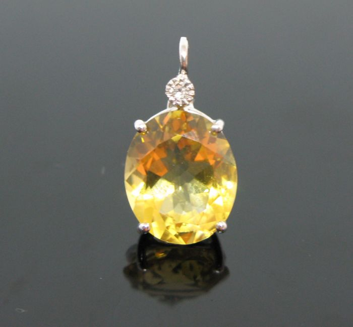 18 KT White gold pendant set with 1 natural yellow citrine quartz (Madera) oval-faceted-cut 3,00 ct and 1 diamond round-brillant-cut tot ct 0,03 G/VVS1.  ++ NO RESERVE PRICE ++