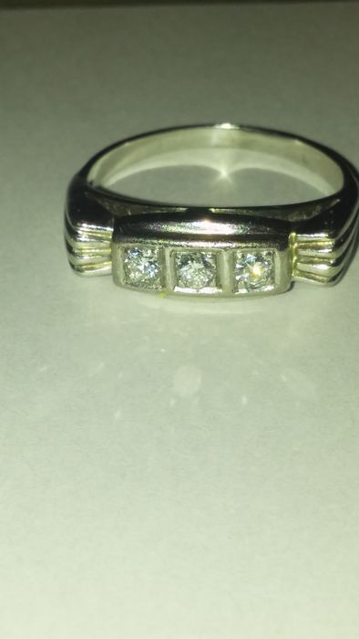 Ring made of 14 kt white gold with 3 diamonds weighing 0.18 ct, 11 mm ring