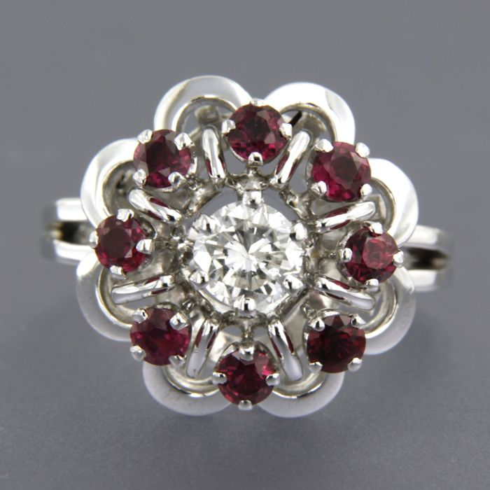 18 kt white gold ring set with ruby and brilliant cut diamond, approx. 0.51 ct in total