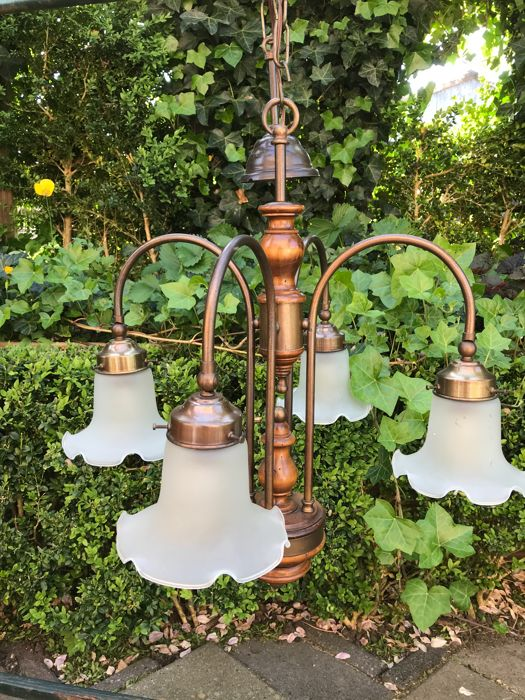 Bric-à-brac 4-arm hanging lamp with frosted glass chalices with a ball hinge