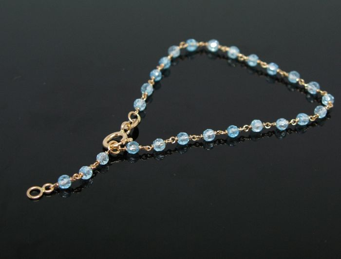 Pink gold 18 kt, unisex bracelet, set with natural aquamarine briolette-cut beads Ø 3 mm diameter .