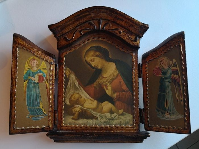 Beautiful altarpiece on wood of Mary and Baby Jesus with Angels / 22 cm X 37 cm / 20th Century