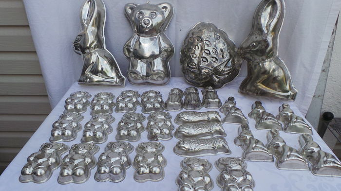 Large number of baking and/or pudding moulds (29 pieces)