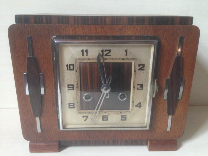 Art Deco mantel clock from the 1920s/30s