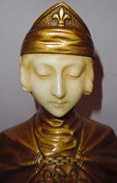 G. van Vaerenbergh (1873-1927) - A gilt bronze and alabaster bust