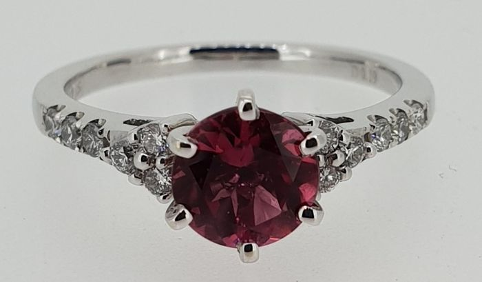18kt white gold ring set with 0.19 ct diamonds and 1.14 ct tourmaline