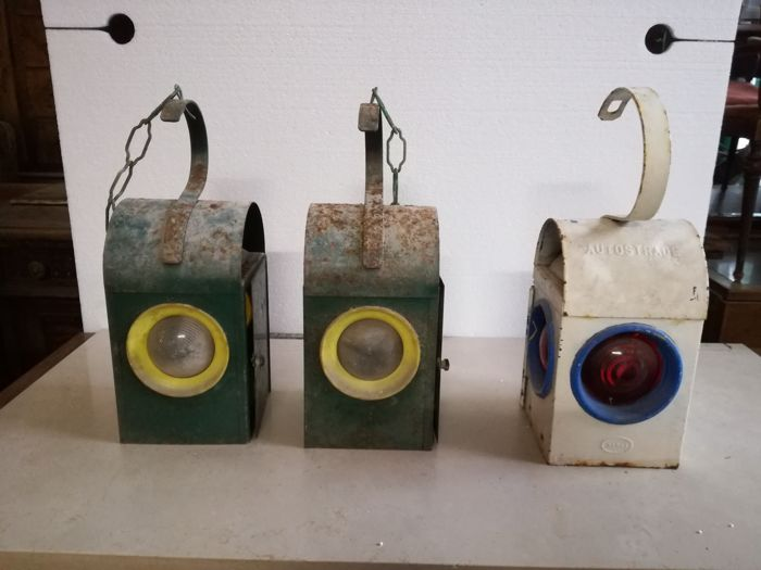 Iron lanterns for level crossings - 1940s