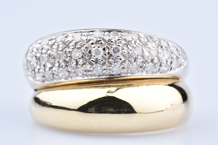 18 kt gold ring with 33 diamonds of approx. 0.66 ct in total, Size: 60 EU
