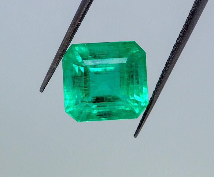 Emerald – Intense Green - 7.00 ct