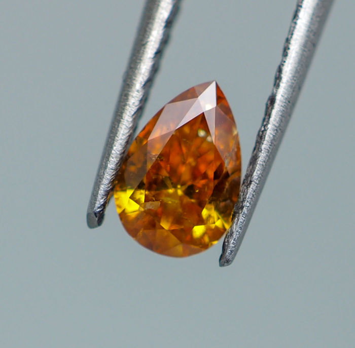 0.28 ct - Natural Fancy Diamond - VIVID Orangy Yellow - SI2 *NO RESERVE*