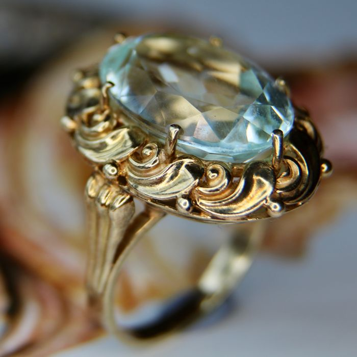 High quality approx. (8gr.) Gold ring 14kt/585 with a wonderful natural Aquamarine approx. 9 ct. in charming frame.