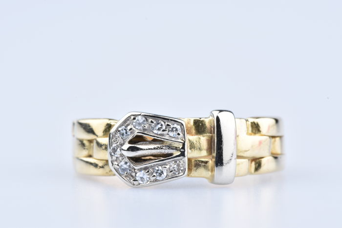 18 kt yellow gold ring, 9 diamonds approx 0.09 ct in total Size: EU 52 US  6