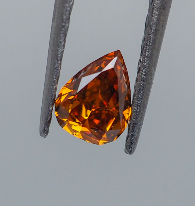 0.29 ct - Natural Fancy Diamond - VIVID Yellowish Orange - VS2  *NO RESERVE*