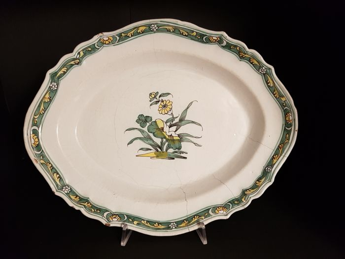 Bassano (Vicenza) – polychrome majolica oval plate with floral decoration