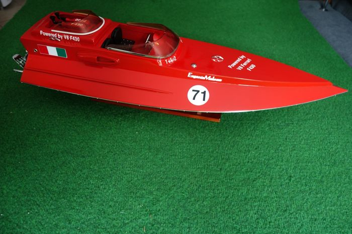 Ferrari F430 - beautiful model of the FERRARI F430 racing boat