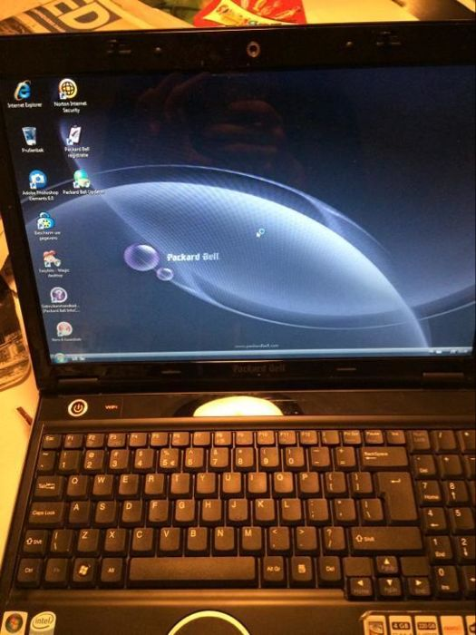 Packard bell Hera G 4GB RAM 320GB HDD 15,3 inch screen 2.0 GHZ pentium processor