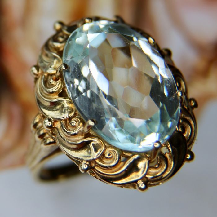 High quality Gold ring 14kt/585 8gr. with a wonderful natural Aquamarine approx. 9 ct. in charming frame.