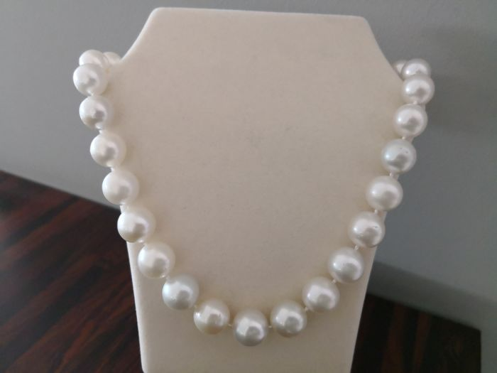 Australian pearls necklace size 12-15 mm 29 round pearls natural colour and high shine   No reserve