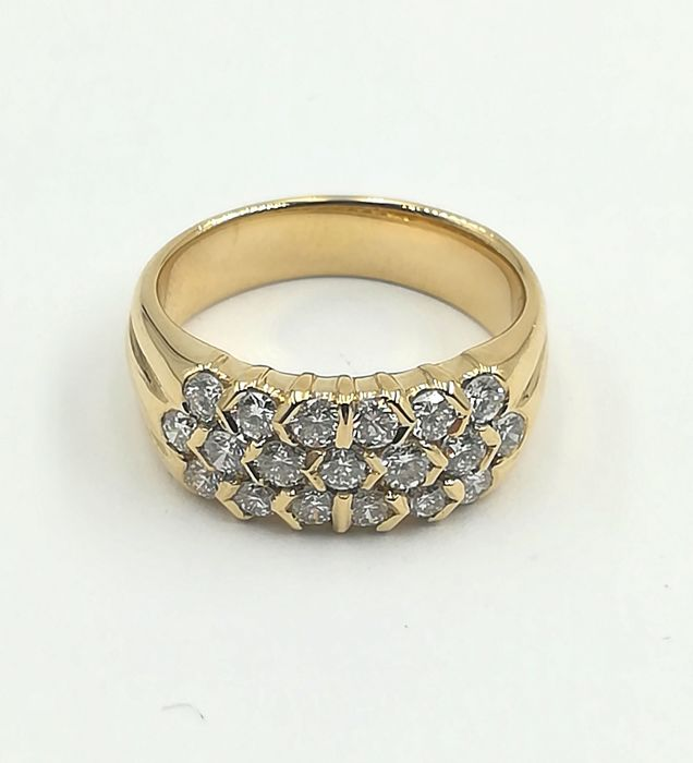 Shank ring in 18 kt yellow gold with brilliant cut diamonds for 0.85 ct G/VVS