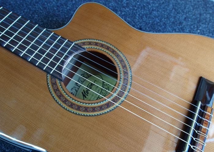 New electro-acoustic Motion CSCM-CEN classical Spanish model guitar