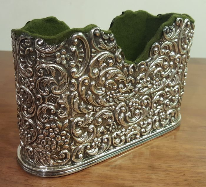 Chiselled silver mail holder, silversmith De Giovanni - Milan