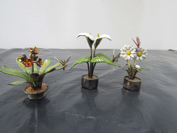 Three silver miniatures - in the shape of flower plants with butterflies - arum, primrose and daisy - 20th century