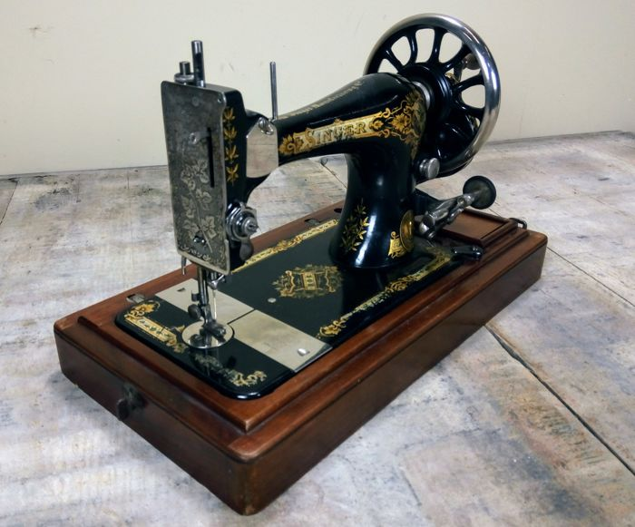 An attractively decorated manually operated sewing machine by Singer 28 27 - from early 1904